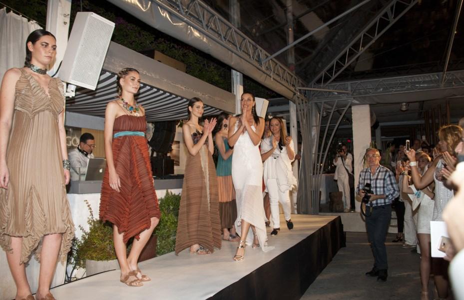 Το fashion show της σχεδιάστριας μόδας Daphne Valente απέσπασε εξαιρετικές κριτικές.